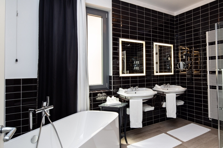 Discover all comforts inside the suite of Glam Boutique Hotel